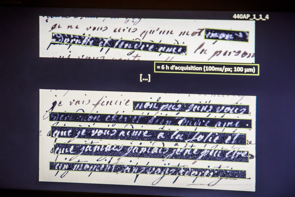 """A sentence """"je vous aime a la folie"""" (lit: I love you madly) is seen on a screen from an original letter of the Queen Marie Antoinette's High Definition analysis in a laboratory in Paris, France. EPA-EFE/CHRISTOPHE PETIT TESSON."""